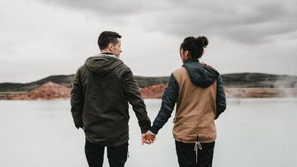 20 Quotes Hargai Selagi Ada, Sayangi Selagi Bersama, Karena Penyesalan Selalu Datang Belakangan